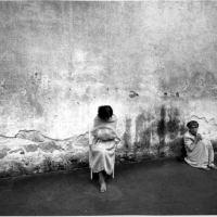 Gli occhi innocenti della follia: storie di donne rinchiuse nei manicomi