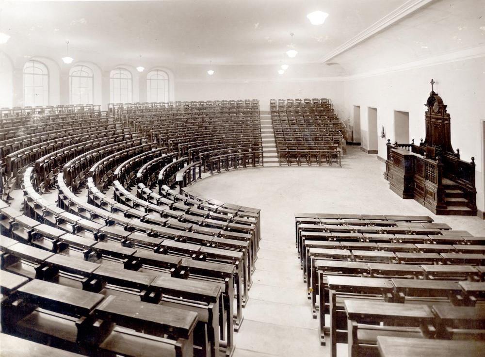 Pontificia_Università_Gregoriana._Aula_anfiteatro.jpg